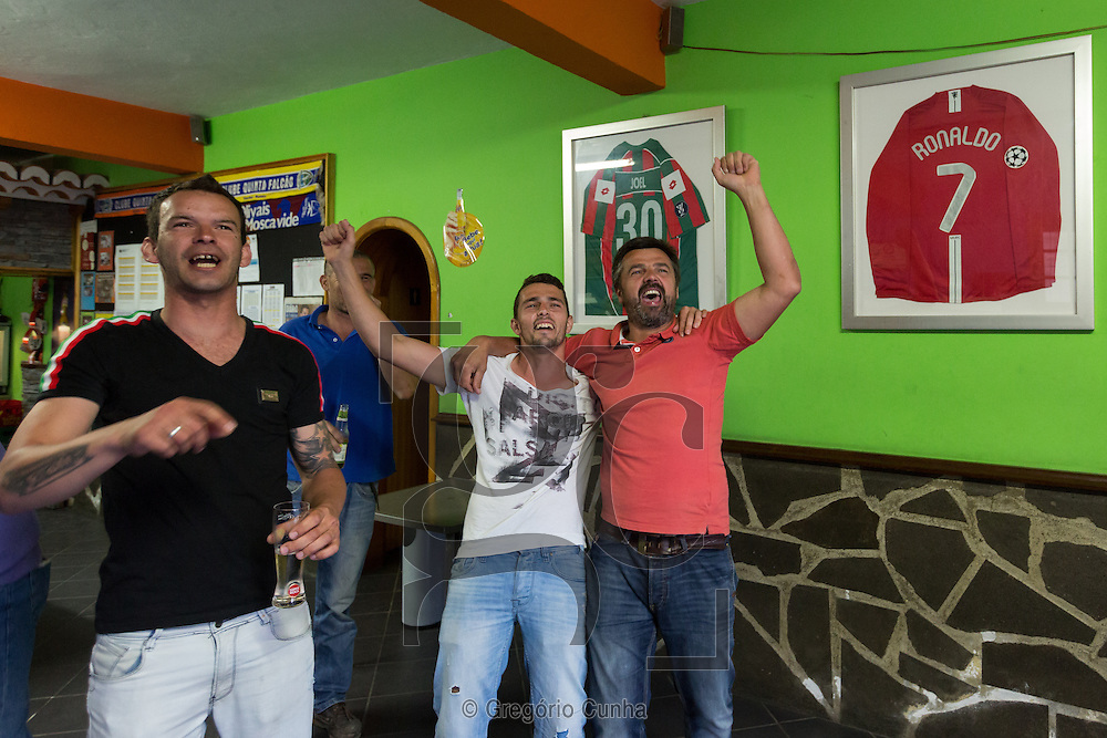 Portugal, MADEIRA, Funchal : Former neighbors and friends of Cristiano Ronaldo sees the game Bayern Munich vs Real Madrid at the bar Quinta Falc&atilde;o.<br /> Photo Greg&oacute;rio Cunha