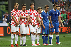 14.06.2012, Staedtisches Stadion, Posen, POL, UEFA EURO 2012, Italien vs Kroatien, Gruppe C, im Bild IVAN RAKITIC ( L) OGNJEN VUKOJEVIC ( 2L) MARIO MANDZUKIC ( 3L) CLAUDIO MARCHISIO ( 2P) GIORGIO CHIELLINI ( P) // during the UEFA Euro 2012 Group C Match between Italy and Croatia at the Municipal Stadium Poznan, Poland on 2012/06/14. EXPA Pictures © 2012, PhotoCredit: EXPA/ Newspix/ Katarzyna Plewczynska..***** ATTENTION - for AUT, SLO, CRO, SRB, SUI and SWE only *****