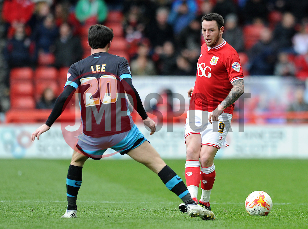 Lee Tomlin of Bristol City plays a pass under pressure from Kieran Lee of Sheffield Wednesday - Mandatory by-line: Dougie Allward/JMP - 09/04/2016 - FOOTBALL - Ashton Gate Stadium - Bristol, England - Bristol City v Sheffield Wednesday - Sky Bet Championship
