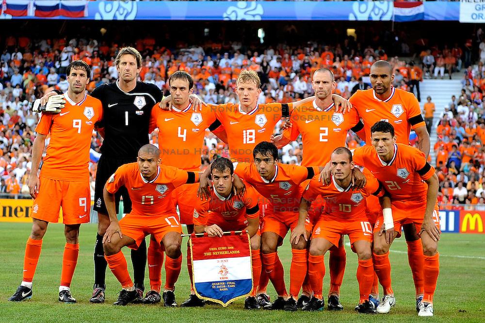 21-06-2008 VOETBAL: EURO 2008 NEDERLAND - RUSLAND: BASEL<br /> Nederland verliest in de verlenging met 3-1 van Rusland /  achter : van nistelrooy , van der sar , mathijsen , kuyt , ooijer , en engelaar , voor: de jong , van der vaart , van bronckhorst , sneijder en boulahrouz<br /> &copy;2008-WWW.FOTOHOOGENDOORN.NL