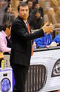 DESCRIZIONE : Milano Campionato Lega A 2013-14 EA7 Olimpia Armani Milano Enel Brindisi<br /> GIOCATORE : Coach Luca Banchi<br /> SQUADRA : EA7 Olimpia Armani Milano <br /> EVENTO : Campionato Lega A 2013-14<br /> GARA :  EA7 Olimpia Armani Milano Enel Brindisi<br /> DATA : 19/01/2014<br /> CATEGORIA : Coach Fair Play Direttive<br /> SPORT : Pallacanestro<br /> AUTORE : Agenzia Ciamillo-Castoria/A.Giberti<br /> Galleria : Campionato Lega Basket A 2013-14<br /> Fotonotizia : EA7 Olimpia Armani Milano Enel Brindisi<br /> Predefinita :