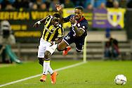 27-02-2016 VOETBAL:VITESSE - WILLEM II:ARNHEM<br /> Teren Ontdaan van Willem II in duel met Marvelous Nakamba van Vitesse <br /> Foto: Geert van Erven
