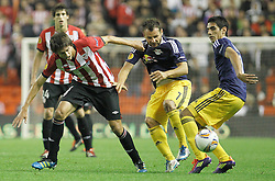 20.10.2011, San Mames Stadion, Bilbao, ESP, UEFA EL, Gruppe F, Athletic Bilbao (ESP) vs RB Salzburg (AUT), im Bild Athletic de Bilbao's Ander Iturraspe (l) and FC Salzburg's Roman Wallner (c) and Gonzalo Zarate (r)  // during UEFA Europa League group F match between Athletic Bilbao (ESP) vs RB Salzburg (AUT) at San Mames Stadium, Bilbao, Spain on 20/10/2011. EXPA Pictures © 2011, PhotoCredit: EXPA/ Alterphoto/ Acero +++++ ATTENTION - OUT OF SPAIN/(ESP) +++++