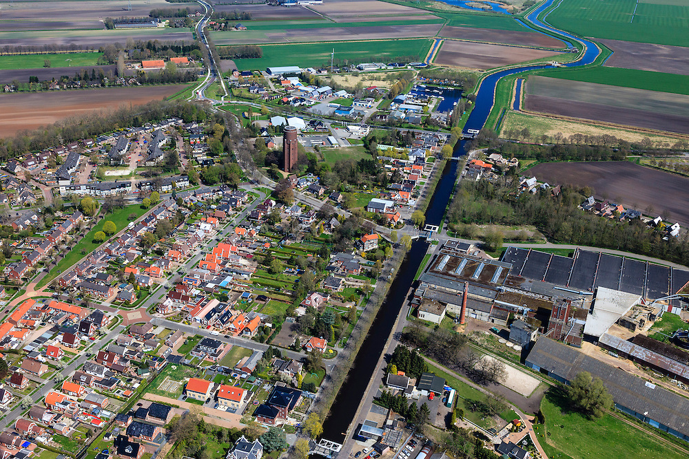 Nederland, Groningen, Gemeente Pekela,  01-05-2013; Oude Pekela met bruggen over Pekelderdiep, watertoren aan de Winschoterweg en rechts de oude strokartonfabriek Aastroom (Aa-stroom).<br /> Small provincial town, known for the production of strawboard (northeast Holland).<br /> luchtfoto (toeslag op standard tarieven);<br /> aerial photo (additional fee required);<br /> copyright foto/photo Siebe Swart
