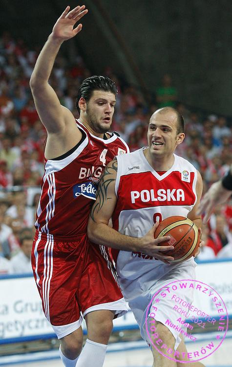 Wroclaw 07/09/2009.EuroBasket 2009.Preliminary Round - Group D.Poland v Bulgaria.Szymon Szewczyk of Poland and Deyan Ivanov of Bulgaria ..Photo by : Piotr Hawalej / WROFOTO