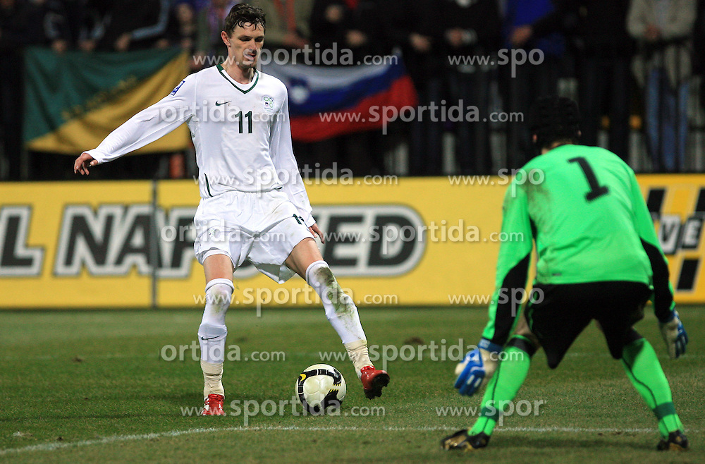 Milivoje Novakovic of Slovenia vs goalkeeper Petr Cech at the 8th day qualification game of 2010 FIFA WORLD CUP SOUTH AFRICA in Group 3 between Slovenia and Czech Republic at Stadion Ljudski vrt, on March 28, 2008, in Maribor, Slovenia. Slovenia vs Czech Republic 0 : 0. (Photo by Vid Ponikvar / Sportida)