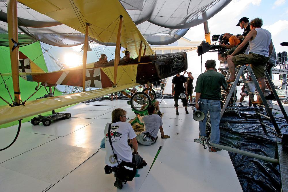 Prag/Tschechische Republik, CZE, 11.07.06: Der Filmset bei den Dreharbeiten zu «The Red Baron» von Regisseur Niki Müllerschön. Der Film wurde mit hohem technischen Aufwand im Prager Stadtteil Letnany gedreht.