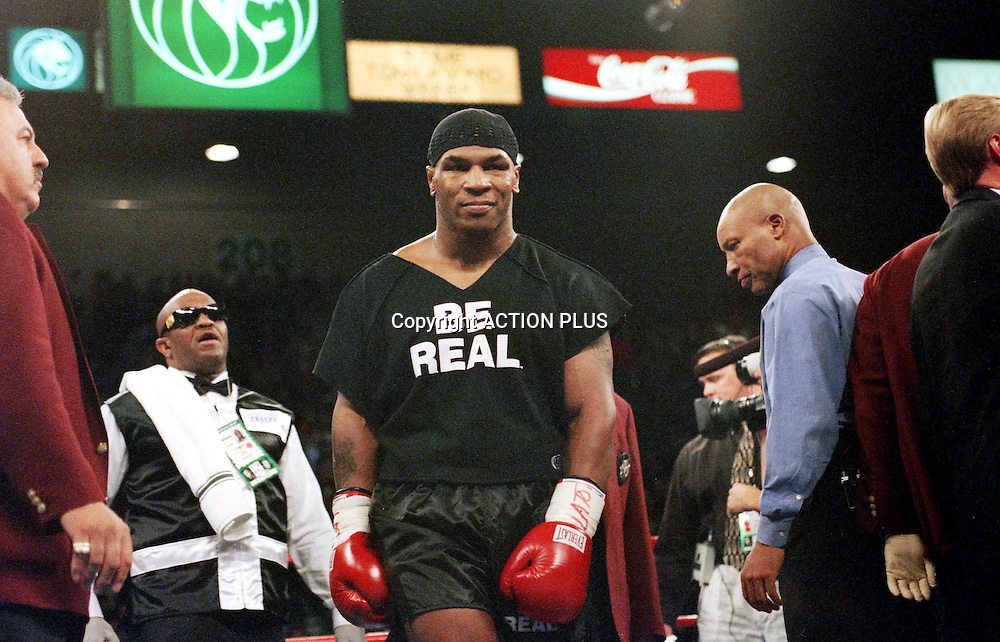 MIKE TYSON enters the ring before his fight with Francois Botha, Las Vegas, Nevada, 16 Novemeber 1999. <br />