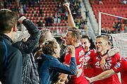 ALKMAAR - 27-08-15, Europa League,  2e voorronde,  AZ  - Astra GiurGiu, AFAS Stadion, 2-0, AZ speler Robert Muhren juicht nadat hij de 2-0 heeft gescoord, AZ speler Jeffrey Gouweleeuw (r), juichen.