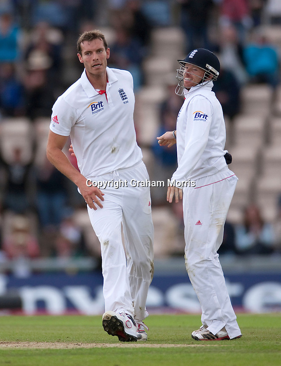 Bowler Chris Tremlett (left) celebrates the wicket of Lahiru Thirimanne with close fieldert Ian Bell during the third npower Test Match between England and Sri Lanka at the Rose Bowl, Southampton.  Photo: Graham Morris (Tel: +44(0)20 8969 4192 Email: sales@cricketpix.com) 19/06/11