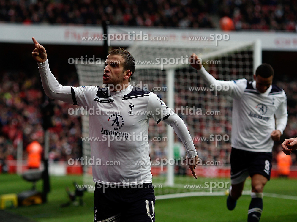 20.11.2010, White Hart lane, London, ENG, PL, FC Arsenal vs Tottenham Hotspur, im Bild Tottenham's Rafael van der Vaart tcelebrates his 2-2  during  Arsenal vs Tottenham for the EPL at Emirates Stadium    in London on 19/11/2009 Scorers Arsenal's Marouane Chamakh and Arsenal's Andrei Arshavin. EXPA Pictures © 2010, PhotoCredit: EXPA/ IPS/ Marcello Pozzetti +++++ ATTENTION - OUT OF ENGLAND/UK +++++
