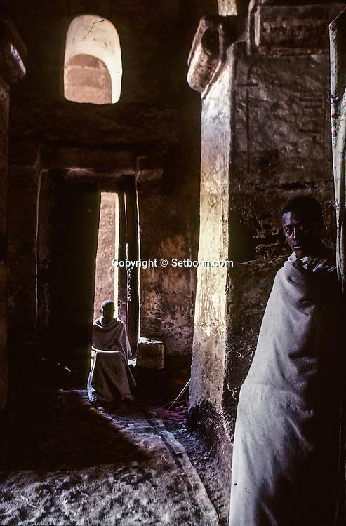 Ethiopia. Lalibela. morning mass in the Church Bieta genette Mariam (paradise of Saint Mary)  near Lalibela    / Eglise Bieta Genete Mariam (le paradis de Marie) messe du matin; environ de  Lalibela  Ethiopie