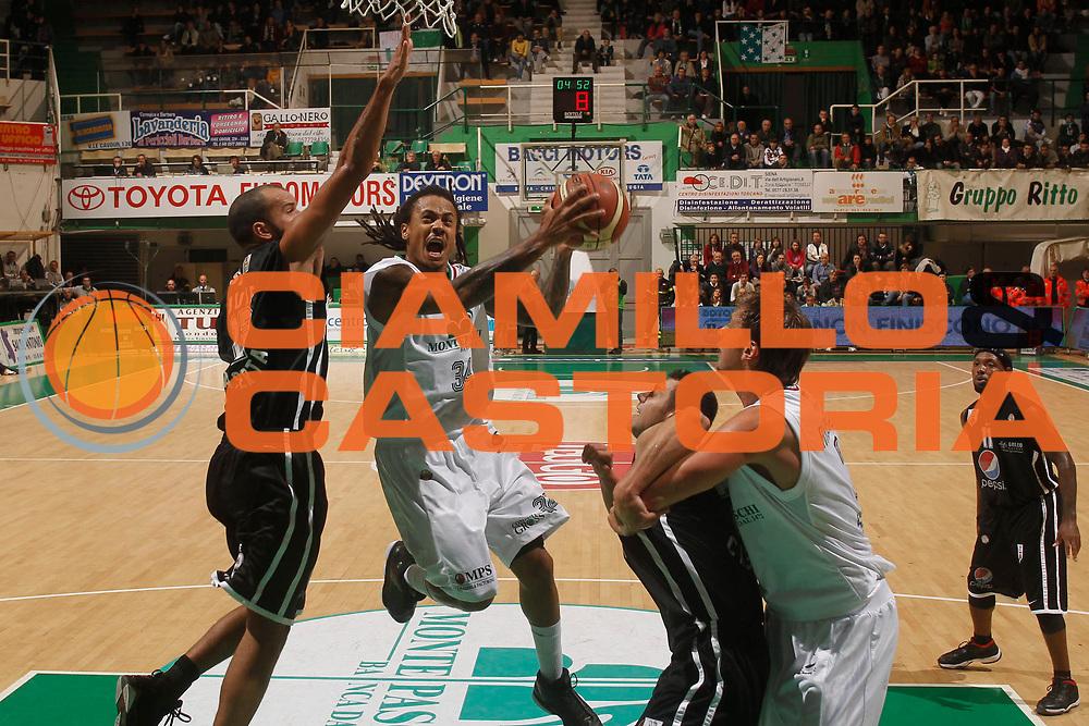 DESCRIZIONE : Siena Lega A 2011-12 Montepaschi Siena Pepsi Caserta<br /> GIOCATORE : David Moss<br /> CATEGORIA : penetrazione tiro<br /> SQUADRA : Montepaschi Siena<br /> EVENTO : Campionato Lega A 2011-2012<br /> GARA : Montepaschi Siena Pepsi Caserta<br /> DATA : 23/10/2011<br /> SPORT : Pallacanestro<br /> AUTORE : Agenzia Ciamillo-Castoria/P.Lazzeroni<br /> Galleria : Lega Basket A 2011-2012<br /> Fotonotizia : Siena Lega A 2011-12 Montepaschi Siena Pepsi Caserta  <br /> Predefinita :