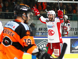02.04.2019, Merkur Eisstadion, Graz, AUT, EBEL, Moser Medical Graz 99ers vs EC KAC, Halbfinale, 3. Spiel, im Bild Ken Ograjensek (Moser Medical Graz 99ers) und David Joseph Fischer (EC KAC) // during the Erste Bank Icehockey 3rd semifinal match between Moser Medical Graz 99ers and EC KAC at the Merkur Eisstadion in Graz, Austria on 2019/04/02. EXPA Pictures © 2019, PhotoCredit: EXPA/ Erwin Scheriau
