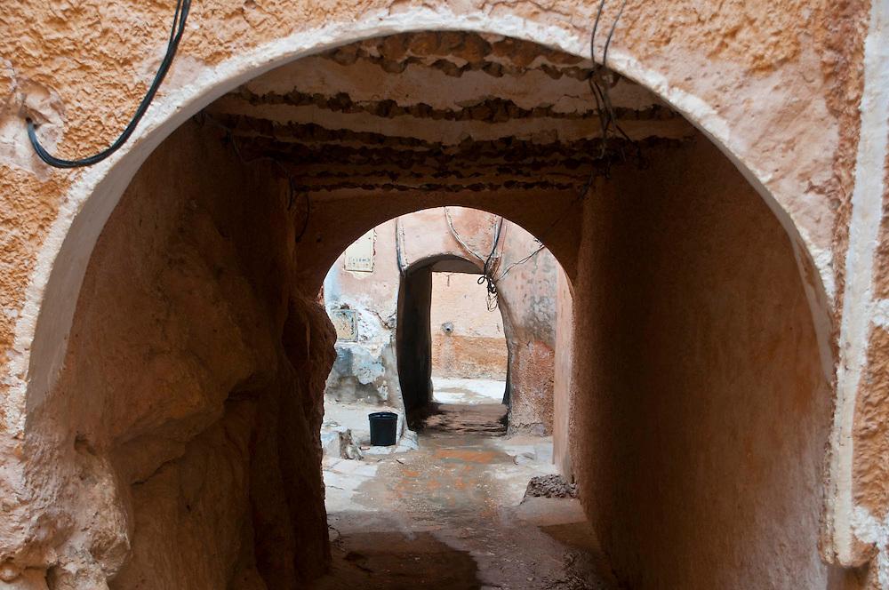 Überall gibt es Durchgänge durch die enganeinander gebauten Häuser