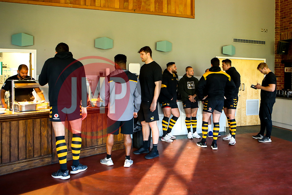 Wasps players grab lunch during training ahead of the European Challenge Cup fixture against SU Agen - Mandatory by-line: Robbie Stephenson/JMP - 18/11/2019 - RUGBY - Broadstreet Rugby Football Club - Coventry , Warwickshire - Wasps Training Session