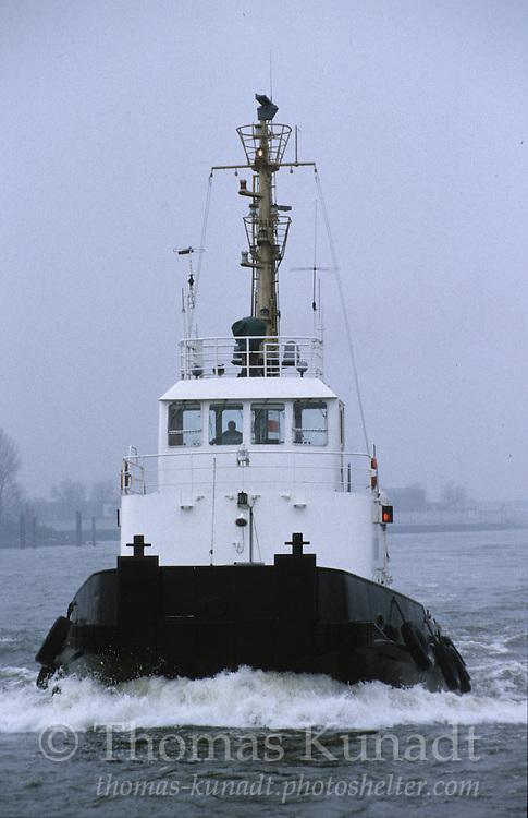 Schlepper RESOLUT im Hamburger Hafen am 06.02.1997.