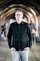 Frank Thelen, Gründer von Freigeist Capital, posiert für ein Portrait auf der Oberbaumbrücke in Berlin Kreuzberg.