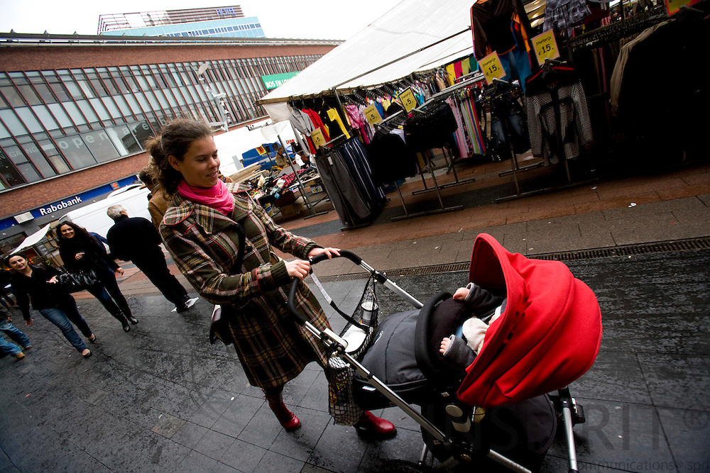 AMSTERDAM - NETHERLANDS - 06 MARCH 2008 -- A young mother at the marked in the Bos en Lommer district of Amsterdam. Photo: Erik Luntang