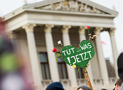 "29.11.2015, Innere Stadt, Wien, AUT, Globaler Marsch ""System Change, not Climate Change!"" anlässlich des ab morgen stattfindenden Klimagipfel ""COP21"" in Paris. im Bild Schild ""Tut was! Jetzt"" vor dem Parlament // during global climate march in austria according climate summit in paris in the inner city in Vienna, Austria on 2015/11/29 EXPA Pictures © 2015, PhotoCredit: EXPA/ Michael Gruber"