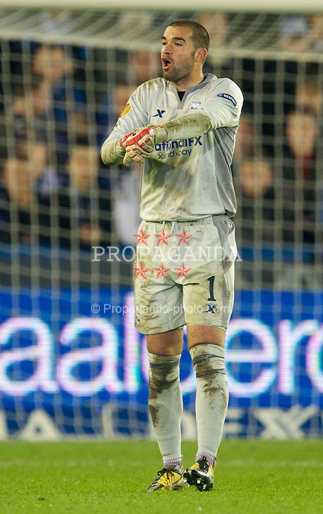BRUGES, BELGIUM - Thursday, October 20, 2011: Birmingham City's goalkeeper Boaz Myhill in action against Club Brugge during the UEFA Europa League Group H match at the Jan Breydelstadion. (Pic by David Rawcliffe/Propaganda)