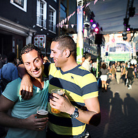 Nederland, Amsterdam , 5 augustus 2011..Feestvierende homo's in de Reguliersdwarsstraat tijdens de Gay Pride 2011..Foto:Jean-Pierre Jans