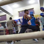 """Un moment de l'entraînement dans le gymnase du Bhiwani Boxing Club, école nommé """"The Little Cuba"""", après la medaille de bronze gagnée au jeux Olympics de Pechin"""