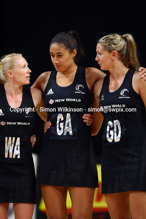 PICTURE BY VAUGHN RIDLEY/SWPIX.COM...Netball - International Netball Series - England v New Zealand - MEN Arena, Manchester, England - 15/01/11...New Zealand's Laura Langman, Maria Tutaia and Casey Williams.