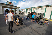 In Battle Mountain bekijken teamleden de fiets van het Canadese team. Het Human Power Team Delft en Amsterdam, dat bestaat uit studenten van de TU Delft en de VU Amsterdam, is in Amerika om tijdens de World Human Powered Speed Challenge in Nevada een poging te doen het wereldrecord snelfietsen voor vrouwen te verbreken met de VeloX 9, een gestroomlijnde ligfiets. Het record is met 121,81 km/h sinds 2010 in handen van de Francaise Barbara Buatois. De Canadees Todd Reichert is de snelste man met 144,17 km/h sinds 2016.<br /> <br /> With the VeloX 9, a special recumbent bike, the Human Power Team Delft and Amsterdam, consisting of students of the TU Delft and the VU Amsterdam, wants to set a new woman's world record cycling in September at the World Human Powered Speed Challenge in Nevada. The current speed record is 121,81 km/h, set in 2010 by Barbara Buatois. The fastest man is Todd Reichert with 144,17 km/h.