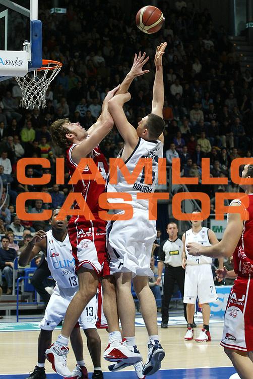 DESCRIZIONE : Bologna Lega A1 2005-06 Climamio Fortitudo Bologna Armani Jeans Milano <br /> GIOCATORE : Lorbek <br /> SQUADRA : Climamio Fortitudo Bologna <br /> EVENTO : Campionato Lega A1 2005-2006 <br /> GARA : Climamio Fortitudo Bologna Armani Jeans Milano <br /> DATA : 20/11/2005 <br /> CATEGORIA : Tiro <br /> SPORT : Pallacanestro <br /> AUTORE : Agenzia Ciamillo-Castoria/L.Villani