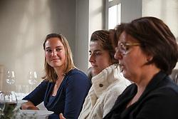 """Rondetafel gesprek met """"De Madammen""""<br /> Inge Vandael<br /> Restaurant Het Pannenhuis - Massenhoven 2013<br /> © Dirk Caremans"""