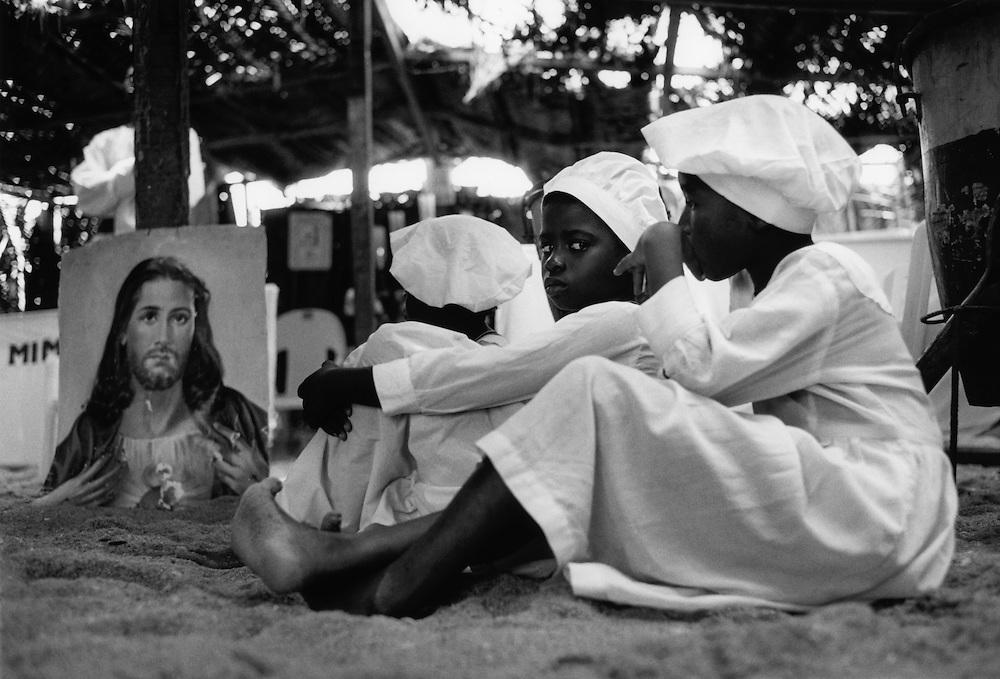 NIG NIGERIA Nigeria Lagos Kirchen am Strand einer Lagos vorgelagerten Insel.