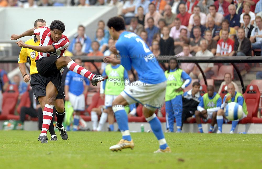 17-09-2006 VOETBAL: PSV - FEYENOORD: EINDHOVEN <br /> PSV verslaat in eigen huis Feyenoord met 2-1 / Michael Lamey<br /> &copy;2006-WWW.FOTOHOOGENDOORN.NL