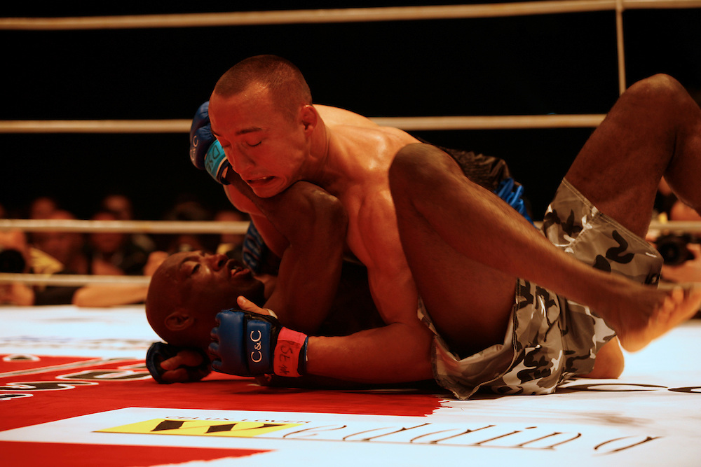 UK fighter  Mark Weir Loses  to  Denis Kang  (Korea).BUSHIDO Extreme Martial Art fighting Rules are quite limited and fights usually carry on past the bloody nose stage.  It's  very popular in Japan, goes out on primetime TV, fighters get paid as much as 4 million US Dollars a fight and are seen as celebs. Crowd consist of young families, couples etc. Piece will look at why sport is so successful in Japan, appealing to so called 'lost generation' of young people suffering from effects of collapse of economy/rise of unemployment.
