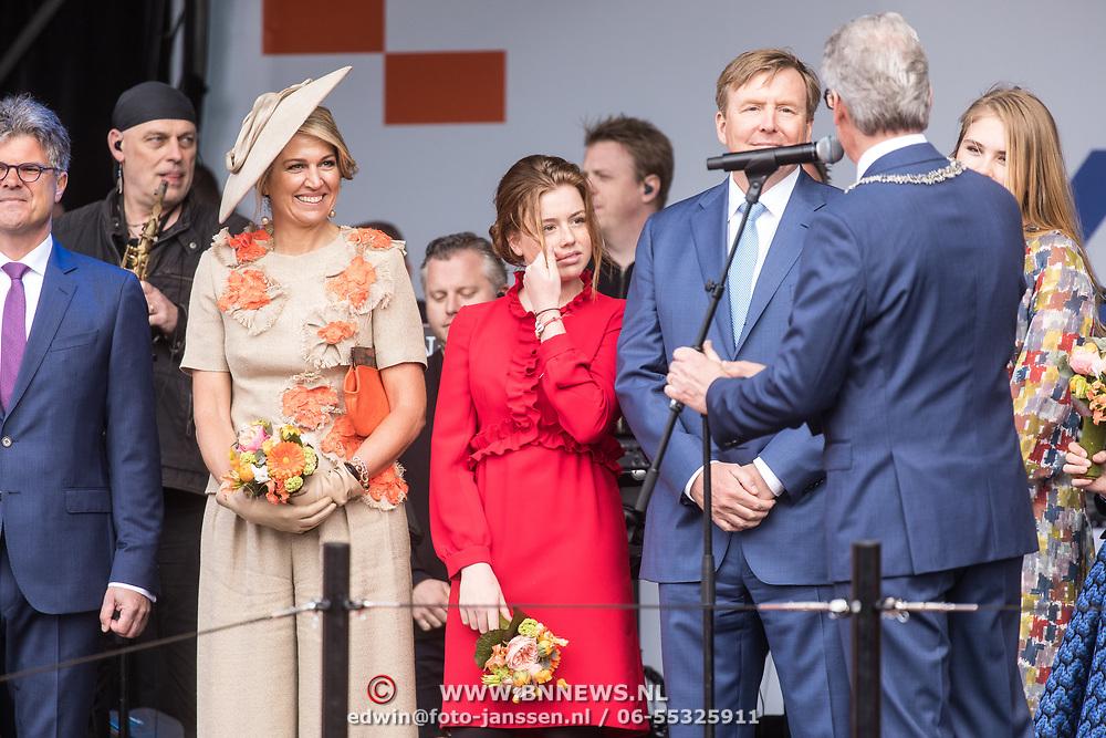NLD/Amersfoort/20190427 - Koningsdag Amersfoort 2019, Koning Willem Alexander met Koningin Maxima en de prinses Alexia en Prinses Amalia