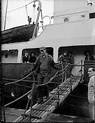 17/01/1960<br /> 01/17/1960<br /> 17 January 1960<br /> The &quot;City of Waterford&quot; sails from Dublin with a cargo of horses for export.