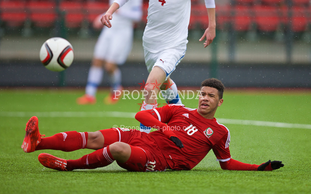 YSTRAD MYNACH, WALES - Thursday, February 19, 2015: Wales' Tyler Roberts misses a chance against Czech Republic during a friendly match at the Centre of Sporting Excellence. (Pic by David Rawcliffe/Propaganda)