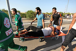 16.10.2015, Gaza city, PSE, Gewalt zwischen Palästinensern und Israelis, im Bild Zusammenstösse zwischen Palästinensischen Demonstranten und Israelischen Sicherheitskräfte // Palestinian protester carry an injured comrade during clashes with Israeli security forces at the Erez crossing checkpoin. The unrest that has engulfed Jerusalem and the occupied West Bank, the most serious in years, has claimed the lives of 35 Palestinians and seven Israelis. The tension has been triggered in part by Palestinians' anger over what they see as increased Jewish encroachment on Jerusalem's al-Aqsa mosque compound, Palestine on 2015/10/16. EXPA Pictures © 2015, PhotoCredit: EXPA/ APAimages/ Ashraf Amra<br /> <br /> *****ATTENTION - for AUT, GER, SUI, ITA, POL, CRO, SRB only*****