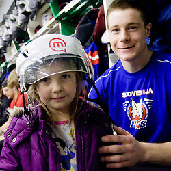 20100421: SLO, IIHF Ice Hockey World Championship DIV I, Kindergarten Mojca visiting Slovene team