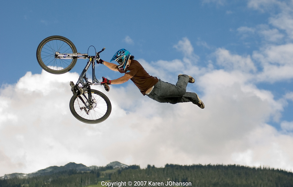 Darren Berrecloth Superman Seat Grab at Crankworx 2007