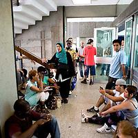 I movimenti di lotta per la casa occupano la sede dell' ACEA