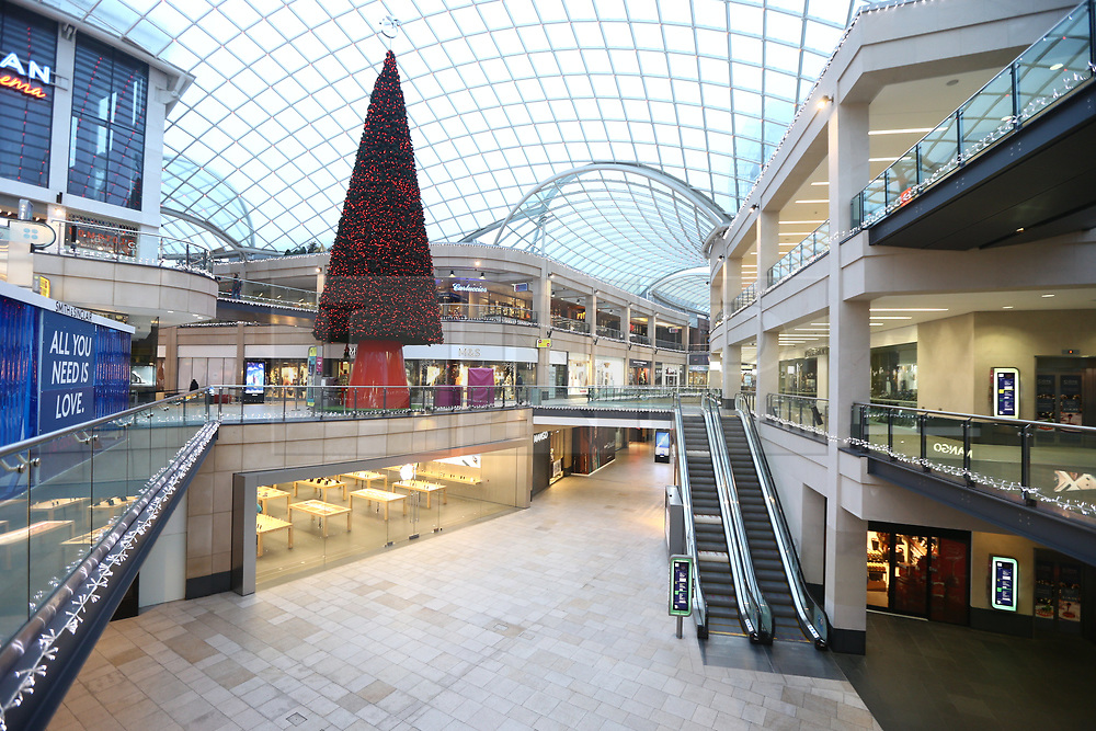 © Licensed to London News Pictures. 23/11/2018. Leeds, UK. The Trininty shopping centre in Leeds city centre is empty of shoppers looking for a bargain this morning on Black Friday. Photo credit: Andrew McCaren/LNP