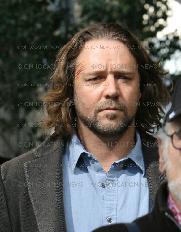 LOS ANGELES, CALIFORNIA - Tuesday 5th February 2008. NON EXCLUSIVE: Russell Crowe was not involved in another phone throwing incident. Crowe is just in character as he arrives on the set 'State of Play' . Crowe replaced Brad Pitt as the lead in this movie based on a BBC mini series of the same name. Photograph: David Buchan/On Location News. Sales: Eric Ford 1/818-613-3955 info@OnLocationNews.com