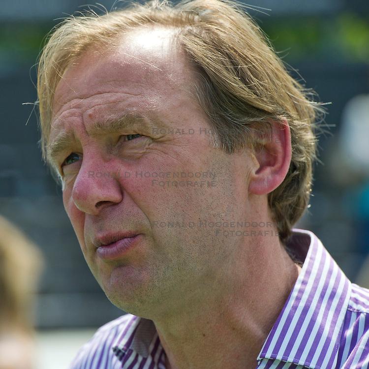 21-05-2011 HOCKEY: PLAY-OFF HALVE FINALE AMSTERDAM - DEN BOSCH: AMSTELVEEN<br /> Coach Peter Bolhuis<br /> &copy;2011-WWW.FOTOHOOGENDOORN.NL / Peter Schalk