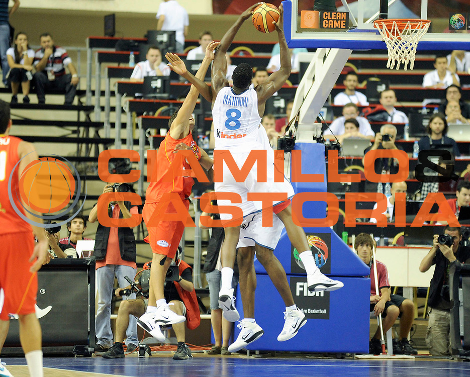 DESCRIZIONE : Championnat Du Monde 2010 Turquie Izmir Tour Preliminaire <br /> GIOCATORE : Mahinmi Ian <br /> SQUADRA : France <br /> EVENTO : Championnat du monde 2010<br /> GARA : France Espagne<br /> DATA : 28/08/2010<br /> CATEGORIA : Basketball Action Homme<br /> SPORT : Basketball<br /> AUTORE : JF Molliere FFBB par Agenzia Ciamillo-Castoria <br /> Galleria : France Basket Championnat du monde 2010 <br /> Fotonotizia : Championnat du monde Turquie Izmir Tour Preliminaire Jour 1<br /> Predefinita :