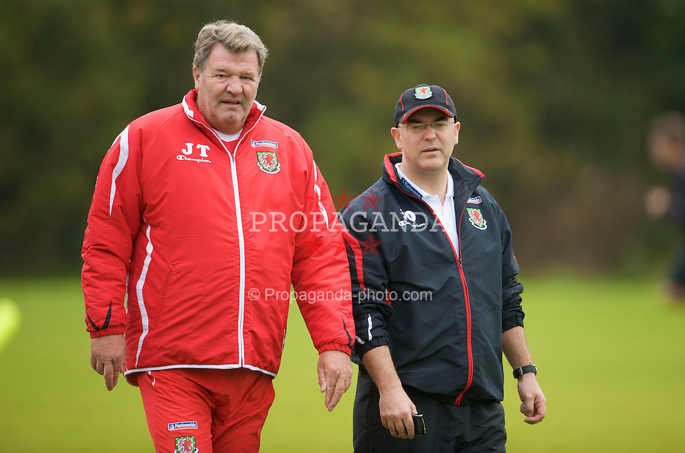 CARDIFF, WALES - Monday, October 13, 2008: Wales' manager John Toshack chats with FAW press officer Ceri Stennett during training at the Vale of Glamorgan Hotel ahead of the 2010 FIFA World Cup South Africa Qualifying Group 4 match against Germany. (Photo by David Rawcliffe/Propaganda)