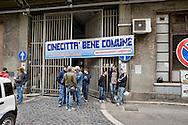Roma 16 Maggio 2014<br /> Cinecittà Bene  Comune  ha occupato simbolicamente  l'ex rimessa Atac, a Piazza Ragusa, al quartiere Tuscolano che occupa uno spazio di oltre 20mila metri quadrati. Messa in vendita dall'Atac per  reperire risorse rischia di diventare  un ulteriore centro commerciale. I manifestanti chiedono  la riconversione ecologica dell'ex deposito Atac.<br /> Rome May 16, 2014 <br /> Cinecittà Common Good has symbolically occupied the former garage Atac, to Piazza Ragusa,  Tuscolano district , which occupies an area of over 20 thousand square meters. Put up for sale by ATAC to find resources is likely to become another shopping center. The protesters called for the ecological reconversion of the former depot Atac.