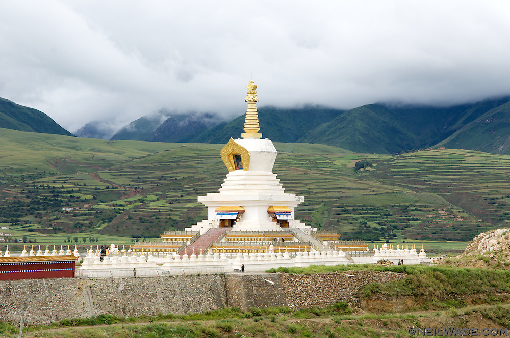 A big Tibetan Buddhist chorten found just south of Ganze, Tibet (China).