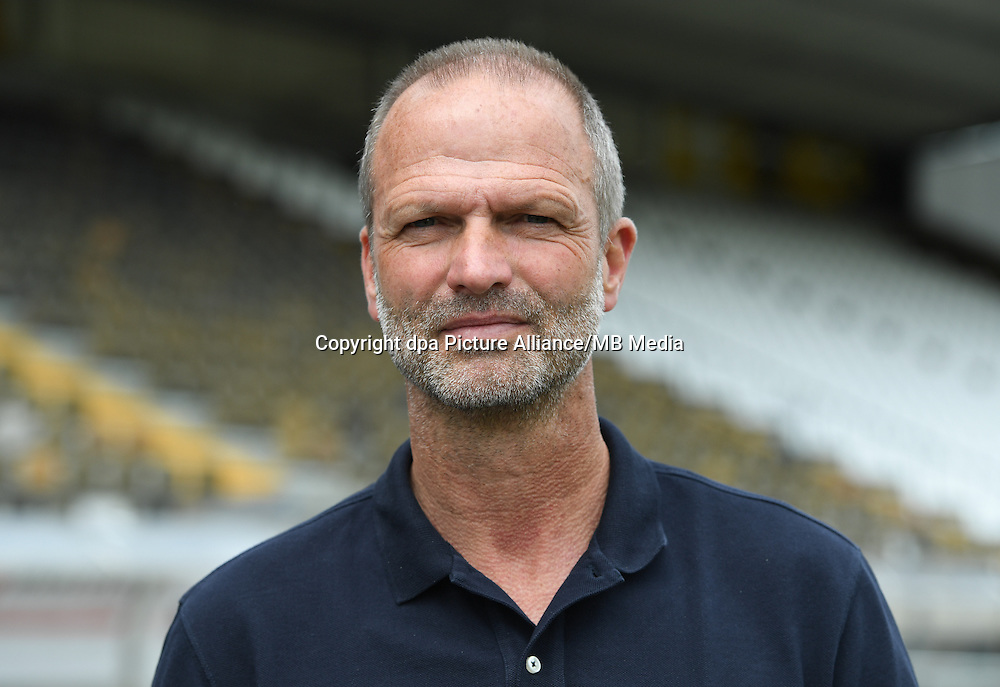 German Bundesliga - Season 2016/17 - Photocall SV Darmstadt 98 on 11 August 2016 in Darmstadt, Germany: Director of football Holger Fach. Photo: Arne Dedert/dpa | usage worldwide