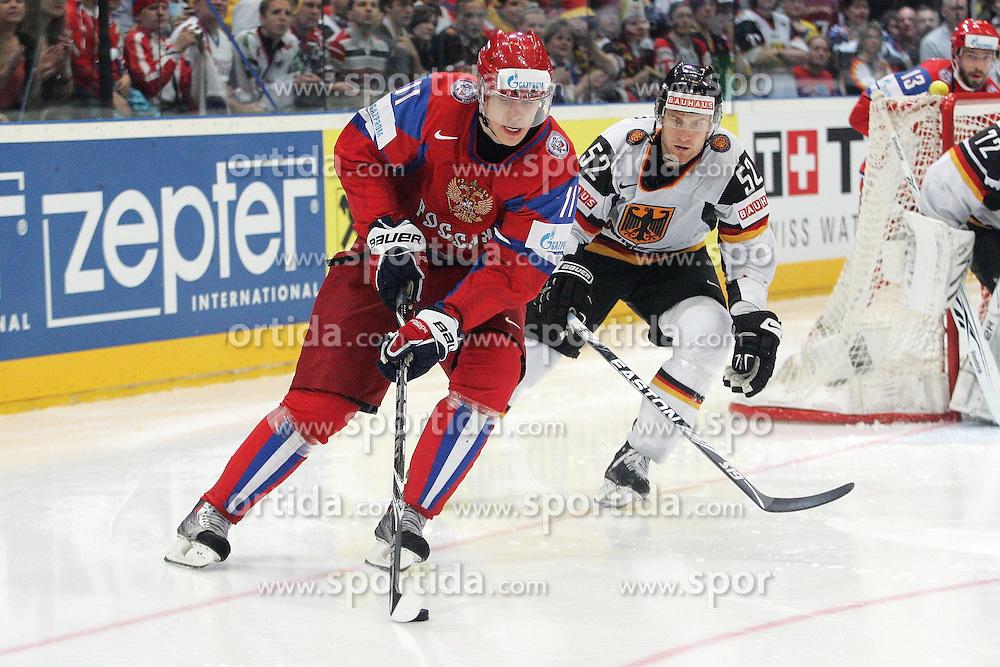 22.05.2010, Lanxess Arena, Koeln, GER, 74. IIHF WM, Halbfinale, Deutschland ( GÉR ) vs Russland ( RUS ) im Bild: Evgeni MALKIN ( RUS #11 / Pittsburtgh ) / Alexander SULZER ( GER / Nashville #52 )  EXPA Pictures © 2010, PhotoCredit: EXPA/ nph/   Florian Mueller / SPORTIDA PHOTO AGENCY
